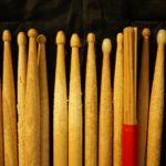ドラムスティックの種類と選び方。初心者にオススメのスティックも紹介!