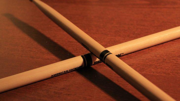 ドラムスティックの持ち方について。グリップの種類や握る場所も解説!