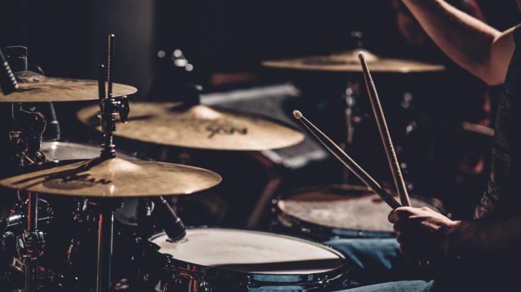 大学生からドラム始めるのって遅い?ドラムを始めるときに必要なものとは?