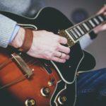 大学生からギターを始めるのは遅い?これからギターを始める人に知っておいて欲しい3つのこと
